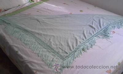 PRECIOSO PAÑUELO O MANTON DE SEDA DE COLOR VERDE LISO . (Antigüedades - Moda - Mantones Antiguos)