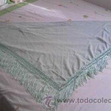 Antigüedades: PRECIOSO PAÑUELO O MANTON DE SEDA DE COLOR VERDE LISO .. Lote 39284618