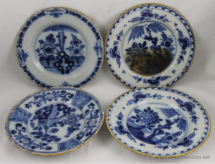 CONJUNTO DE 4 PLATOS DELFT EN PORCELANA POLICROMADA S. XVIII. (Antigüedades - Porcelana y Cerámica - Holandesa - Delft)