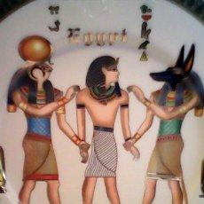 Antigüedades: PRECIOSO PLATO 1942 PATE ET IMAIL LIMOGES, SCULTURE FATHI MAHMOUD, MADE IN EGIYPT. Lote 39318569