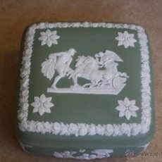Antigüedades: CAJA DE PORCELANA BISCUIT WEDWOOD VERDE 10X10 CM. Lote 39380211