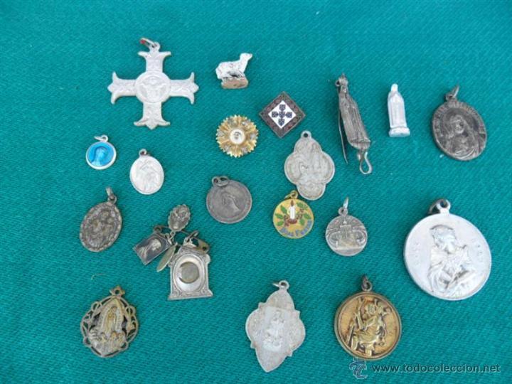 22 MEDALLAS RELIGIOSAS (Antigüedades - Religiosas - Medallas Antiguas)