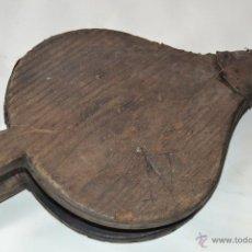 Antigüedades: FUELLE RÚSTICO DE MADERA TALLADA. Lote 39423833