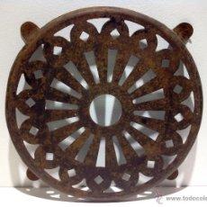 Antigüedades: ANTIGUO POSA OLLAS EN HIERRO. Lote 39426270