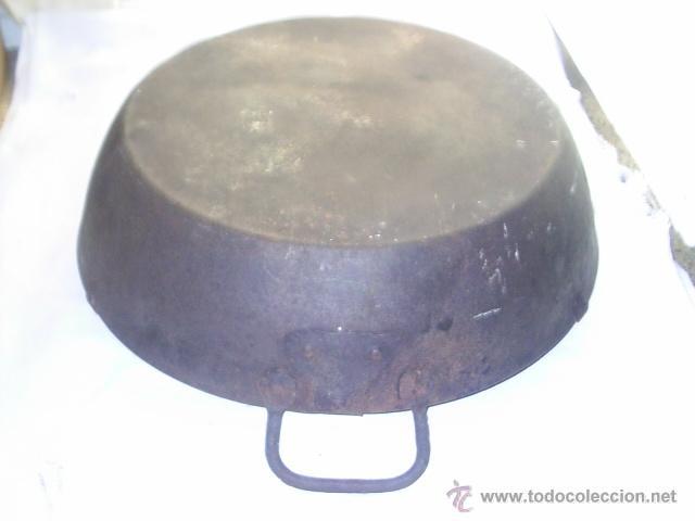 Antigüedades: INMENSA SARTEN ANTIQUISIMA DE HIERRO - DE ASA A ASA MIDE 60 CM Y 13 CM DE ALTA NO EN EL ASA - Foto 7 - 147765737