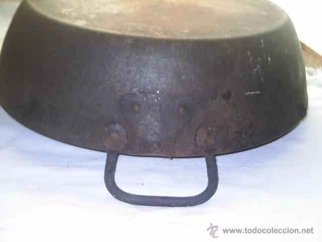 Antigüedades: INMENSA SARTEN ANTIQUISIMA DE HIERRO - DE ASA A ASA MIDE 60 CM Y 13 CM DE ALTA NO EN EL ASA - Foto 4 - 147765737