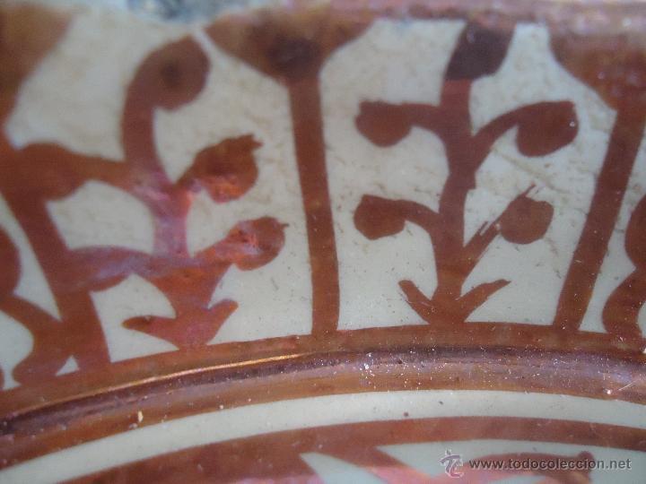 Antigüedades: ANTIGUO PLATO TETÓN DE REFLEJOS DE MANISES DIÁMETRO DE 28,5 cm - Foto 12 - 39325595