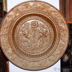 Antigüedades: PRECIOSO PLATO ANTIGUO DE COBRE REPUJADO. Lote 39469835