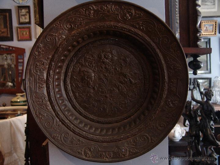 Antigüedades: PRECIOSO PLATO ANTIGUO DE COBRE REPUJADO - Foto 2 - 39469835
