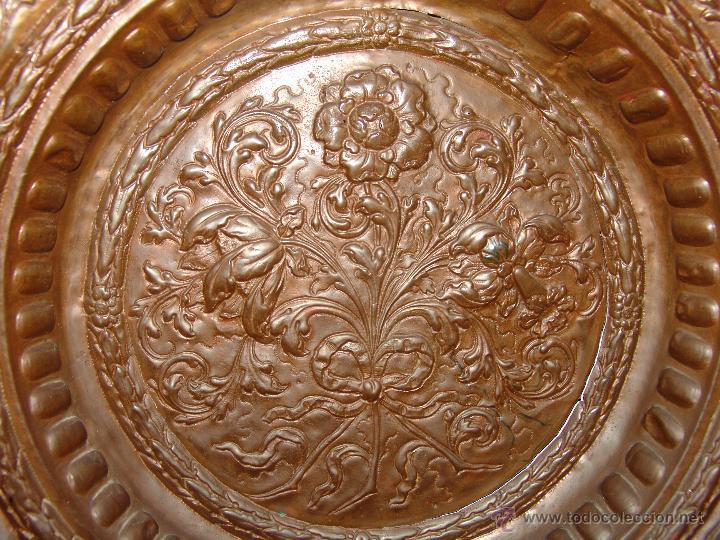 Antigüedades: PRECIOSO PLATO ANTIGUO DE COBRE REPUJADO - Foto 3 - 39469835
