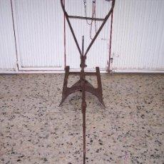 Antigüedades: ARADO MUY ANTIGUO, EN USO Y RECIEN RESTAURADO. Lote 39769439