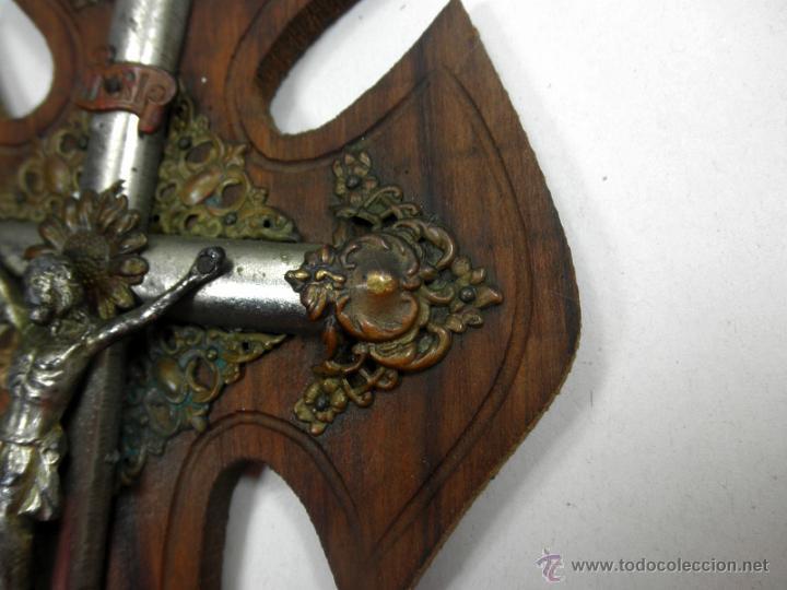 Antigüedades: CRUZ BENDITERA CON CRUCIFIJO * MADERA Y METAL - Foto 5 - 39491295