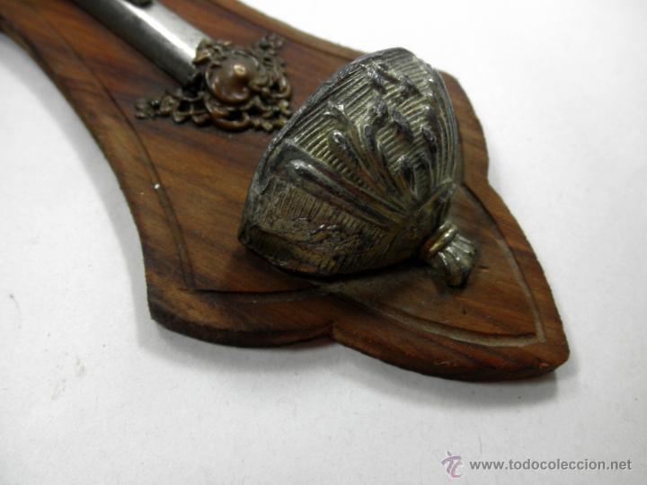 Antigüedades: CRUZ BENDITERA CON CRUCIFIJO * MADERA Y METAL - Foto 10 - 39491295