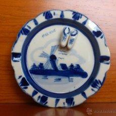 Antigüedades: ANTIGUO CENICERO EN PORCELANA DELFT ( HOLANDESA ), CON ZUECOS EN RELIEVE. 1940-1960. Lote 39564667