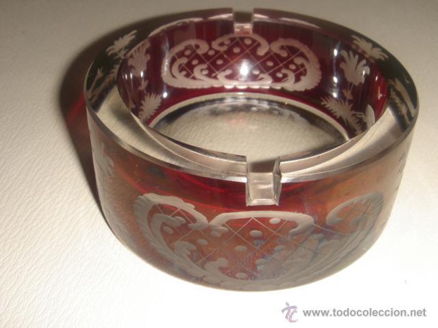 CENICERO DE CRISTAL BOHEMIA TALLADO ROJO RUBÍ (Antigüedades - Cristal y Vidrio - Bohemia)