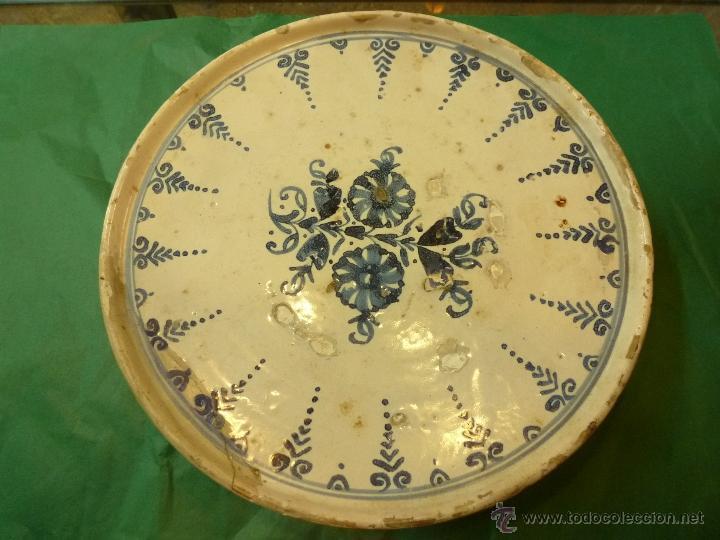 FUENTE SALVILLA DE CERAMICA CATALANA CATALAN AZUL BLANCO (Antigüedades - Porcelanas y Cerámicas - Catalana)