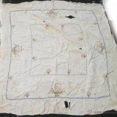 Antigüedades: MANTEL CON BORDADOS DE PUNTO DE CRUZ. Lote 39622459
