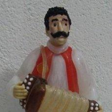 Antigüedades: ANTIGUA FIGURA EN CRISTAL DE BOHEMIA GLASS MÚSICO CON ACORDEÓN. Lote 39704154