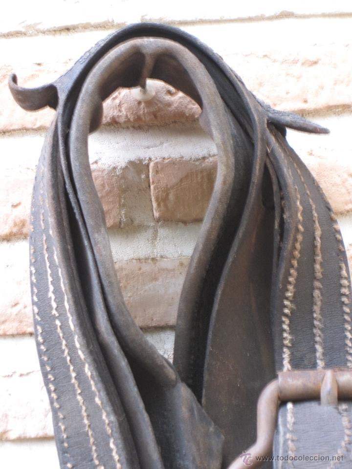 Antigüedades: SUFRA O CORREAJE ANTIGUO DE CUERO Y HEBILLAS METALICAS. ETNOGRAFIA. - Foto 7 - 39707370