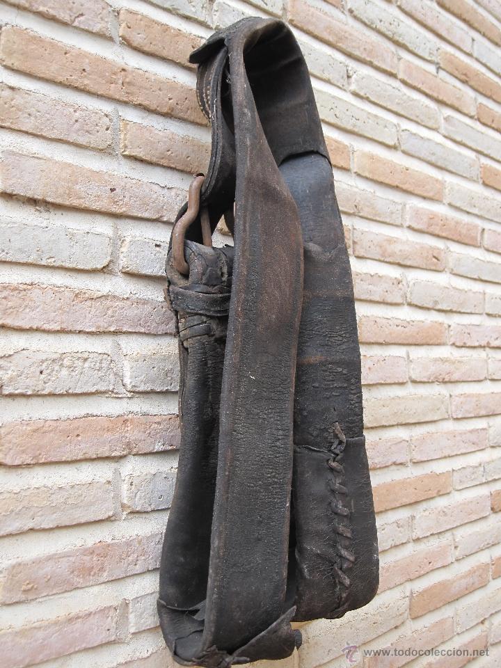 Antigüedades: SUFRA O CORREAJE ANTIGUO DE CUERO Y HEBILLAS METALICAS. ETNOGRAFIA. - Foto 8 - 39707370