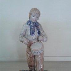 Antigüedades: FIGURA CERAMICA CELTA DE PONTECESURES. NIÑO TOCANDO TAMBOR. GALICIA.. Lote 39717603