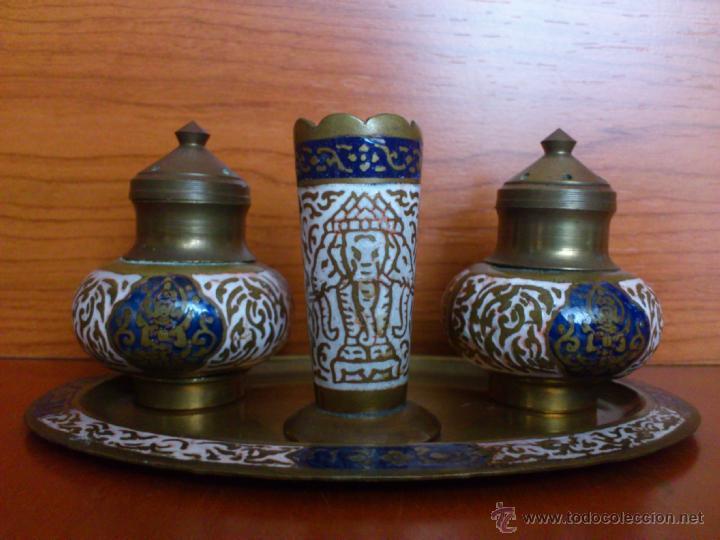 Antigüedades: Juego antiguo tailandes en bronce de palillero, salero, pimentero y bandejita esmaltados - Foto 2 - 39725428