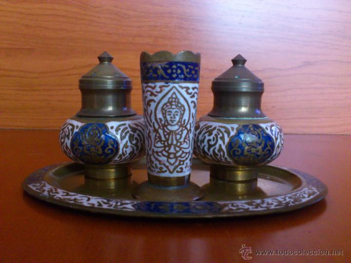 Antigüedades: Juego antiguo tailandes en bronce de palillero, salero, pimentero y bandejita esmaltados - Foto 3 - 39725428
