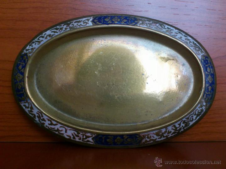 Antigüedades: Juego antiguo tailandes en bronce de palillero, salero, pimentero y bandejita esmaltados - Foto 4 - 39725428