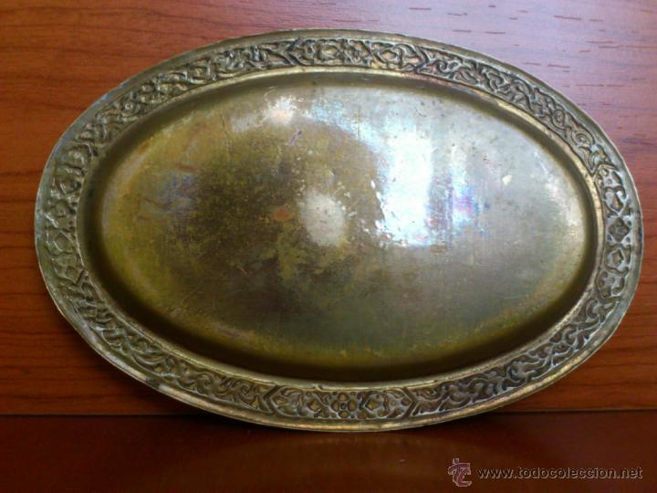 Antigüedades: Juego antiguo tailandes en bronce de palillero, salero, pimentero y bandejita esmaltados - Foto 5 - 39725428