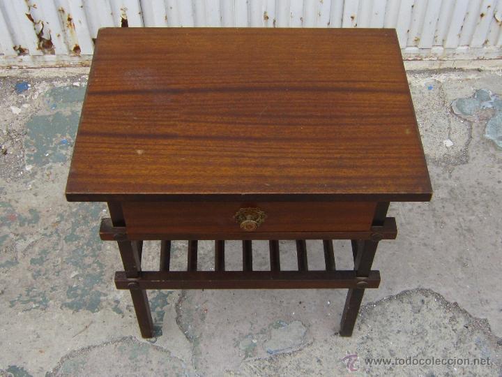 Antigüedades: MESA REVISTERO EN MADERA - Foto 4 - 39741087