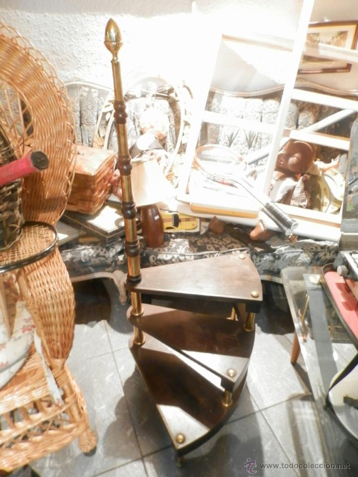 escalera de biblioteca caracol madera y detalles laton vintage art deco
