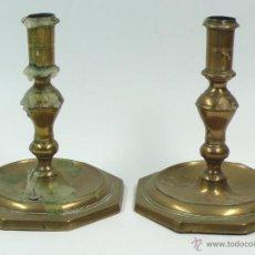 Antigüedades: PAREJA DE CANDELABROS SIGLO XVII DE 15 CM DE ALTURA. Lote 39750965