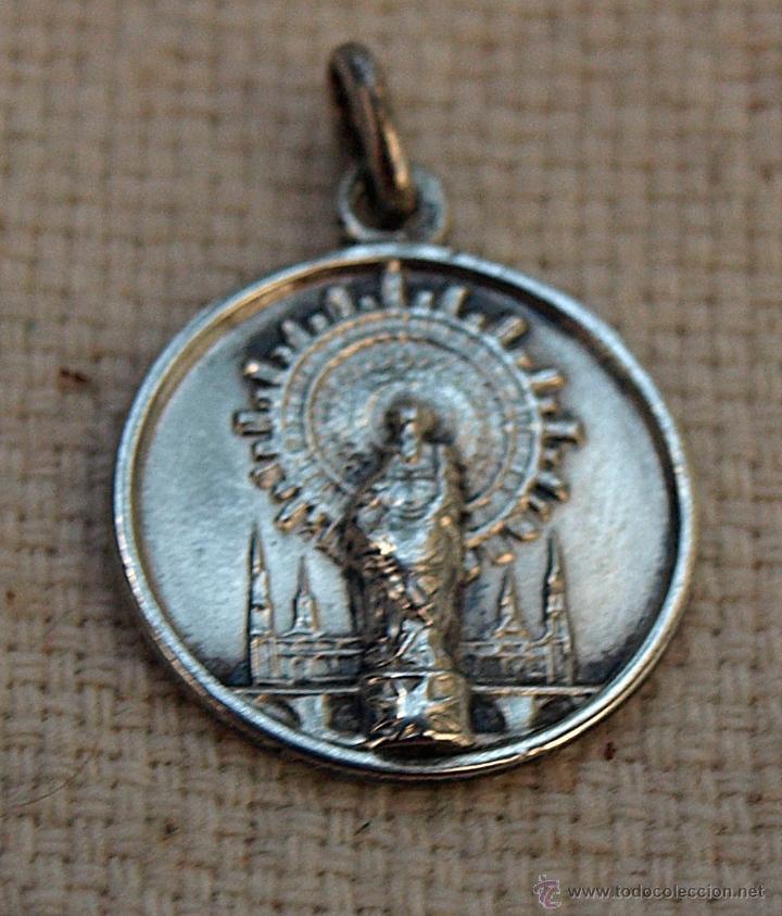 Antigüedades: ANTIGUA MEDALLA RELIGIOSA DE LA VIRGEN DEL PILAR. PLATA. 1,6 CM DIAMETRO. VER FOTOS Y DESCRIPCION. - Foto 2 - 39786311