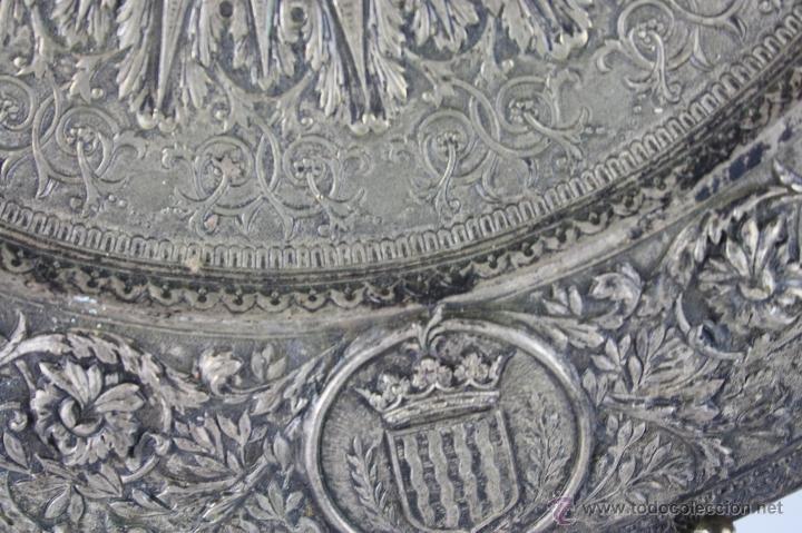 Antigüedades: PLATO DECORATIVO EN METAL PLATEADO REPRESENTANDO SANT JORDI. S. XIX. - Foto 5 - 60851213