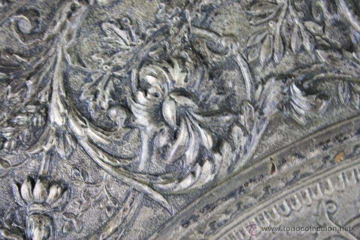 Antigüedades: PLATO DECORATIVO EN METAL PLATEADO REPRESENTANDO SANT JORDI. S. XIX. - Foto 7 - 60851213