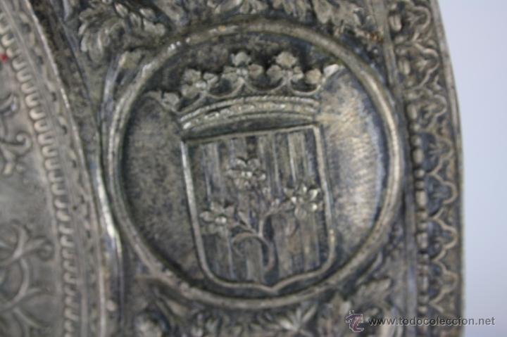 Antigüedades: PLATO DECORATIVO EN METAL PLATEADO REPRESENTANDO SANT JORDI. S. XIX. - Foto 8 - 60851213