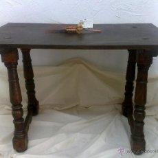 Antigüedades: MESA MADERA S. XIX. TABLERO RECTANGULAR EN NOGAL Y PATAS TORNEADAS.. Lote 27964282