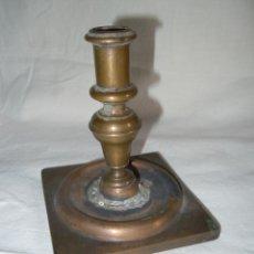 Antigüedades: CANDELERO ANTIGUO BRONCE. Lote 39900129