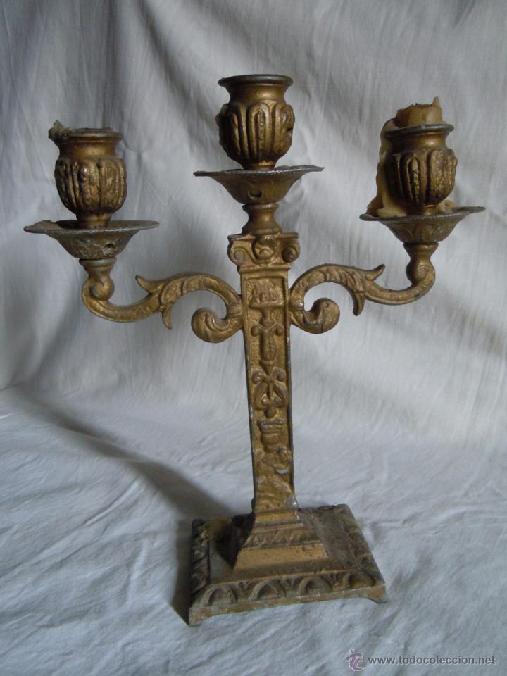 CANDELABRO DE METAL DE FINALES DEL XIX (Antigüedades - Iluminación - Candelabros Antiguos)