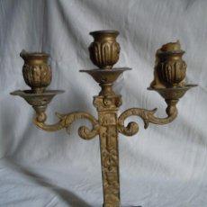 Antigüedades: CANDELABRO DE METAL DE FINALES DEL XIX. Lote 39901672