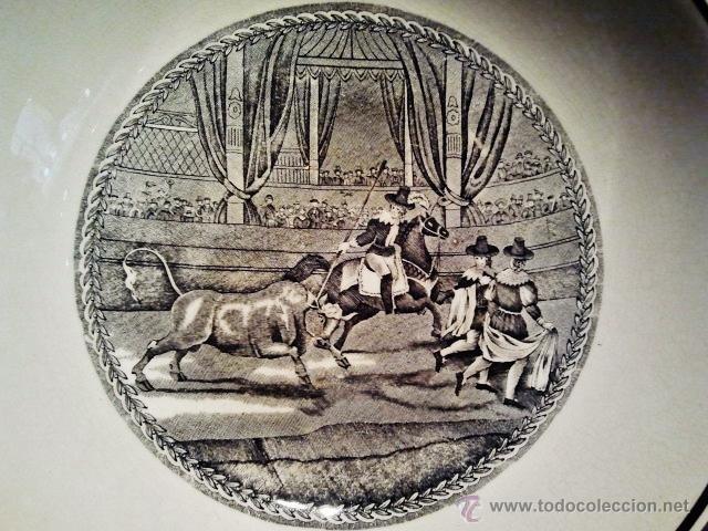 Antigüedades: Fuente honda de loza. Escena taurina de rejoneo. Sello inciso ilegible, quizás Cartuja. - Foto 2 - 39910996