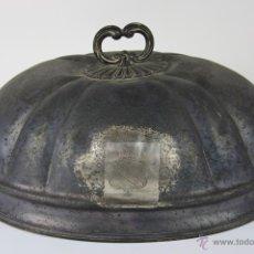 Antigüedades: ESPLÉNDIDA TAPA CUBREBANDEJAS EN ESTAÑO PUNZONADO, 1ª MITAD S. XIX. Lote 39914476