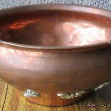 Antigüedades: MACETERO DE COBRE CON ADORNOS DE LATÓN . Lote 39917517