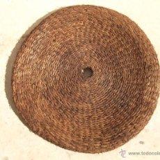 Antigüedades: ANTIGUA ESTERA COFIN O CAPACHO 78 CM DIAMETRO DE PRINCIPIOS DE SIGLO ESPARTO. Lote 39967099