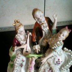 Antigüedades: PRECIOSA ESCULTURA DE MUSICOS Y BALARINES..HECHA Y PINTADA A MANO.PORCELANA MUY FINA. Lote 39977383