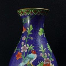 Antigüedades: FLORES Y PÁJAROS: ANTIGUO JARRÓN CHINO CLOISONÉ. Lote 39995755