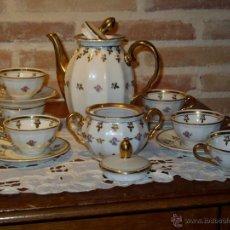 Antigüedades: JUEGO DE CAFE PORCELANA Y ORO AÑOS 50-60S. RIVETES, HOJA DE PARRA EN ORO Y FINAS FLORES. SANTA CLARA. Lote 43091010