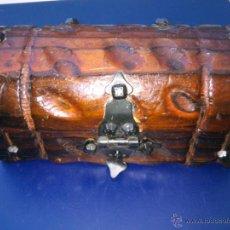 Antigüedades: PEQUEÑO BAUL-ARCON-COFRE DE MADERA Y CLAVOS . Lote 40063041
