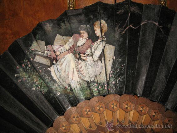 Antigüedades: Antiguo abanico de seda negra pintada y varillas de madera con marquetería - Foto 2 - 40044838
