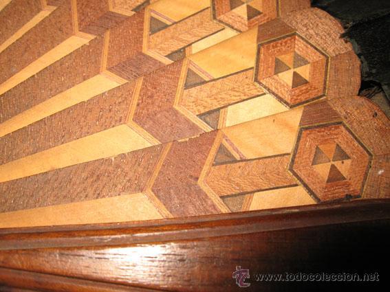 Antigüedades: Antiguo abanico de seda negra pintada y varillas de madera con marquetería - Foto 3 - 40044838